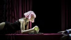 "MCF | ""Lulu"" – σκηνοθεσία Γιάννης Χουβαρδάς. Παίζει η Καρυοφυλλιά Καραμπέτη"