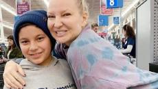 Η Sia, ινκόγκνιτο, σε σούπερ μάρκετ άρχισε να πληρώνει τα ψώνια άλλων