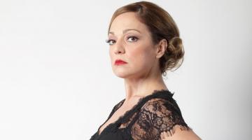 ΠΡΟΣΚΛΗΣΕΙΣ | Η Ελένη Καρακάση στη μουσική σκηνή Σφίγγα
