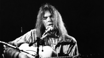 Neil Young Releases Never-Before-Seen 1971 'Cowgirl in the Sand' Performance