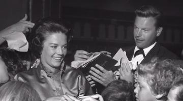 Robert Wagner, Mia Farrow, Robert Redford Appear in Natalie Wood Documentary
