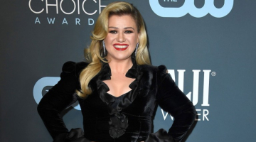 Kelly Clarkson Celebrates Pride Month With This Taylor Swift Cover