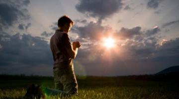 Η προσευχή αποτελεί την μόνη απάντηση σε όλα τα ερωτήματα τού ανθρώπου