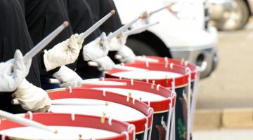 Στρατιωτικός ρυθμός / march / military drum beat στα τραγούδια