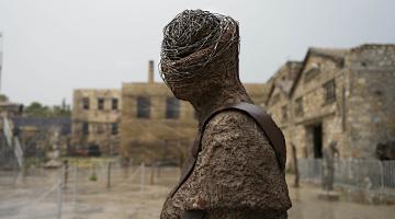 ΕΚΘΕΣΗ | «Άνθρωποι στον χρόνο» από την Ασπασία Σταυροπούλου στο Παλαιό Ελαιουργείο Ελευσίνας