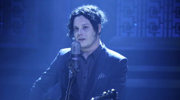 Jack White buys Busker a new guitar after it was smashed by passerby