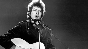 Bob Dylan sells his entire catalog of songs to Universal