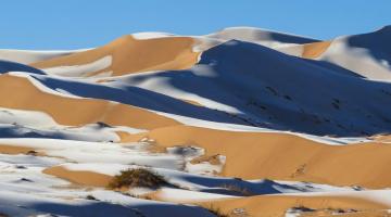 Σπάνιο φαινόμενο: χιόνια στην έρημο Σαχάρα