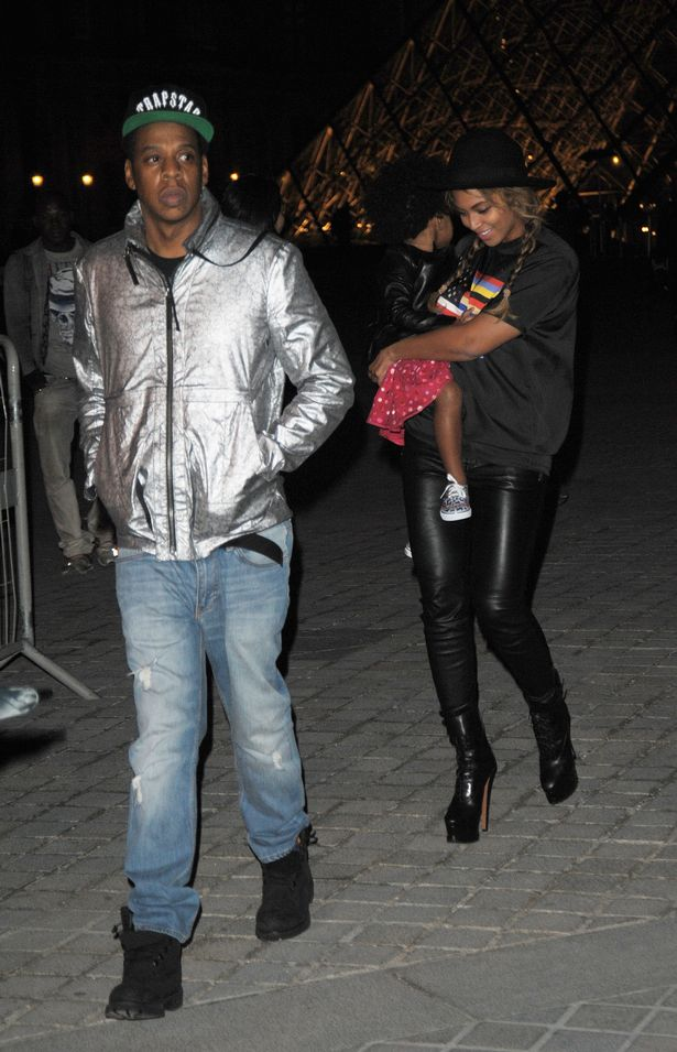 Beyonce-her-husband-Jay-Z-and-their-daughter-Blue-Ivy-visited-the-famous-french-museum-the-Louvre-in-Paris-3