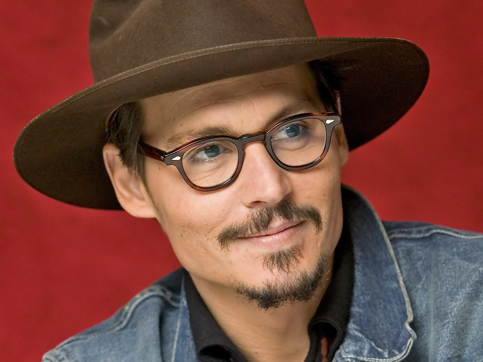 Men_Male_Celebrity_Johnny_Depp_010885_