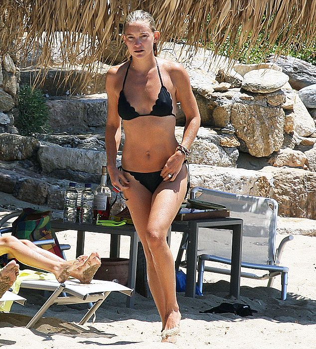 these pictures are not for the internet.to be used on the internet a very good price has to be agreed.there is a minimum fee of £250 each for newspaper usage.thank you very much.i just follow instructions thank you.kate hudson and family were in skithos greece for holidays and kate looked very sexy in a tiny bikiny from which you can see all her sexy body lines.when she bends down to get another drink and also as she walks along the beach.she smokes and drinks too much like her mother goldie and looks very happy in the sun.20/6/2012 nikos/pictures