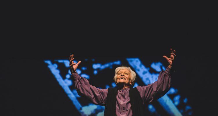 Ξεκίνησε η ΡΟΟΥΖ του Martin Sherman με τη Δέσποινα Μπεμπεδέλη στο Γυάλινο Μουσικό Θέατρο
