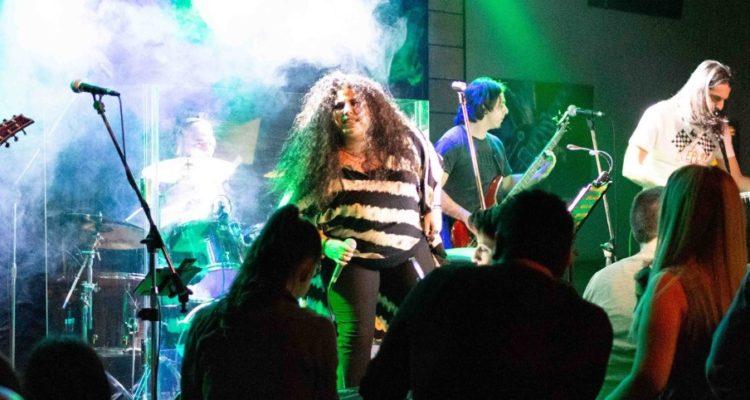 Το συγκρότημα Nomos live στο Aproopto Resto Bar